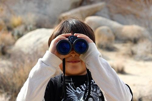 binoculars-100590_500